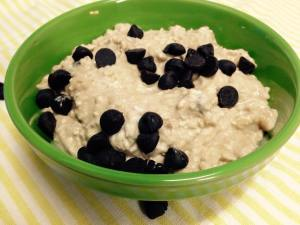 Peanut Butter Chocolate Chip Overnight Oatmeal (High-Protein)