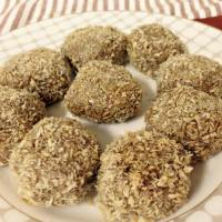 (Paleo) Toasted Coconut-Almond-Apricot Balls (Dairy-free, Gluten-free, Grain-free, Refined sugar-free)