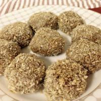 (Paleo) Toasted Coconut-Almond-Apricot Balls (Dairy-free, Gluten-free, Grain-free, Refined sugar-free)