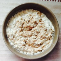 (High-Protein) Cinnamon Roll Overnight Oatmeal