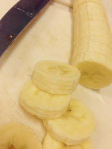 Fresh sliced bananas ready to go.